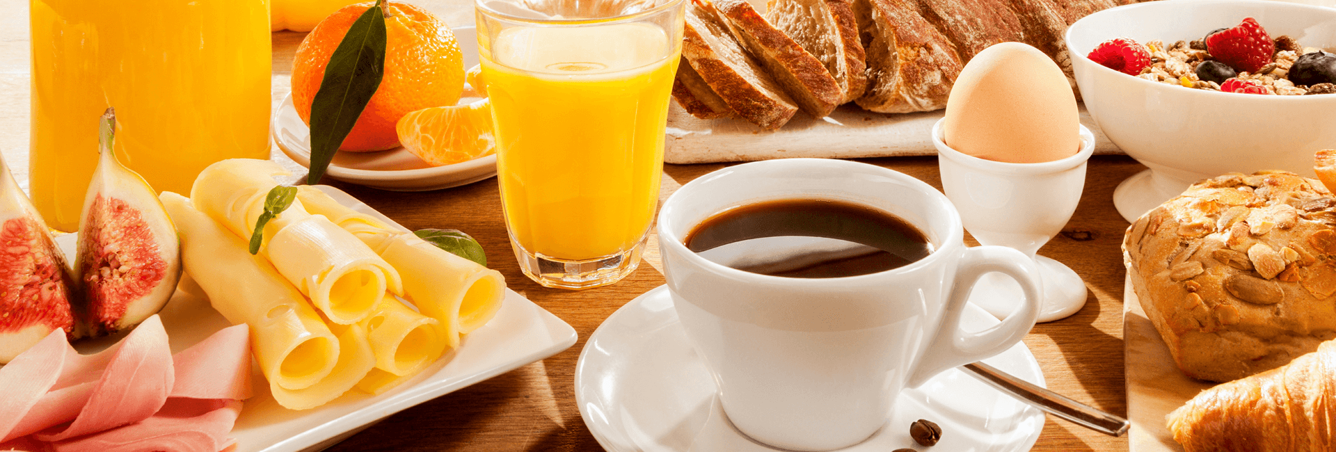 Brunch table with coffee, jus d'orange and an egg - brunch package Gasterij 't Karrewiel
