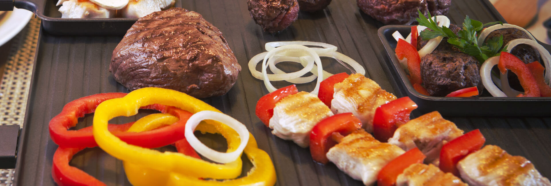 Gourmet with meat, union and peppers - Grill Tasting package Gasterij 't Karrewiel