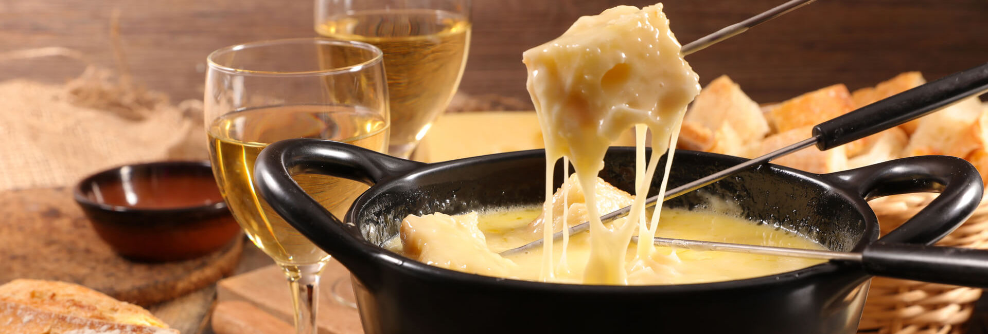 Cheese fondue and two glasses of white wine - Grill Tasting package Gasterij 't Karrewiel